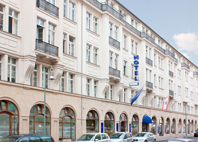 Winters Berlin Mitte Am Checkpoint Charlie Save Up To 60