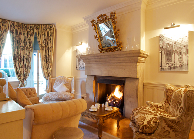 Amazing Guest Drawing Room