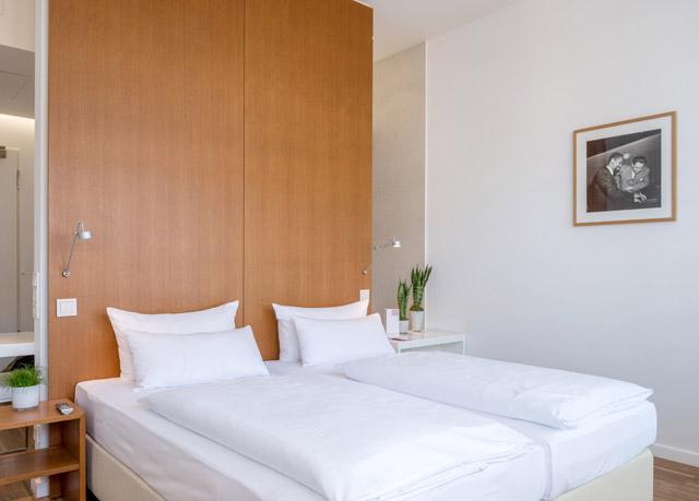 ellington hotel berlin save up to 60 on luxury travel secret escapes. Black Bedroom Furniture Sets. Home Design Ideas