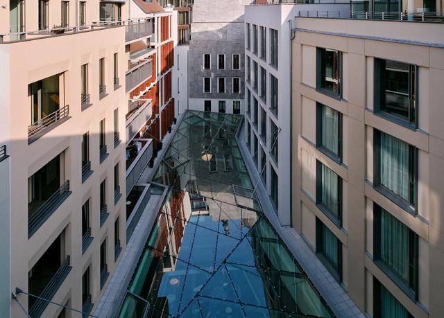 Stylisches designhotel vis vis der frauenkirche sparen for Designhotel dresden