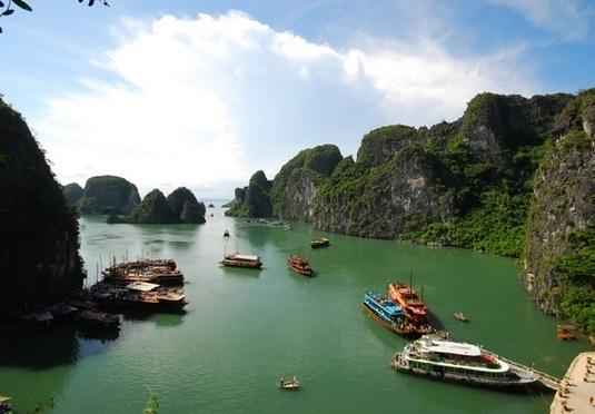 Vietnam explorer with Halong Bay cruise