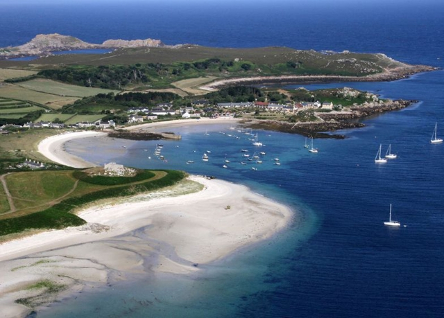 islse of scilly Welcome to hell bay, our award winning hotel on the beautiful island of bryher on the isles of scilly set in a picturesque cove facing the atlantic ocean, hell bay offers families and couples a friendly and private oasis to relax and spend quality time together and to enjoy the wild, natural delights of bryher and the other islands of scilly.