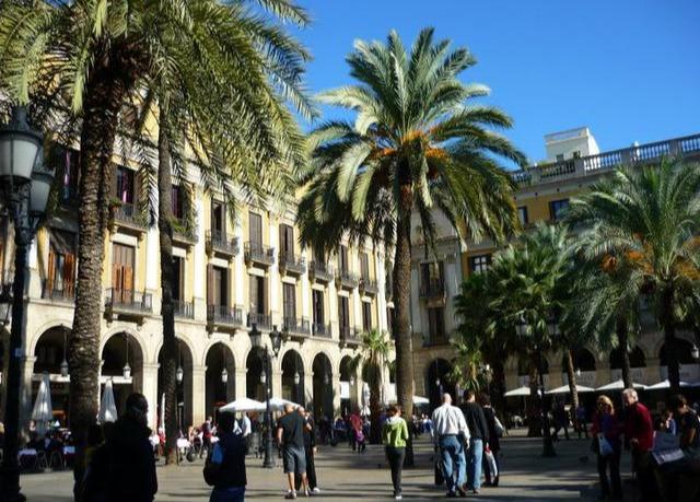 Exklusives designhotel in der mittelmeer metropole for Designhotel spanien