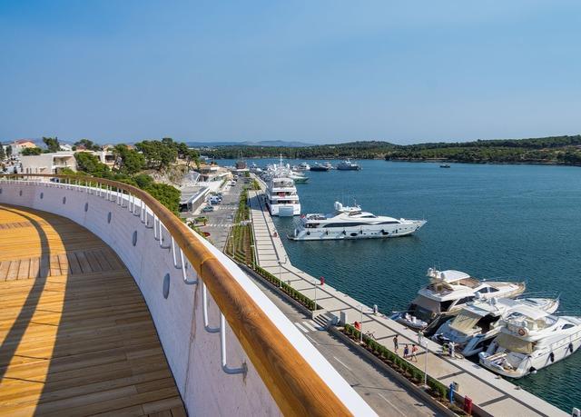 Stylisches designhotel mit meerblick an der adriak ste for Kroatien designhotel