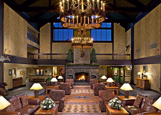 Tenaya lodge at yosemite save up to 70 on luxury travel for Fish camp ca lodging