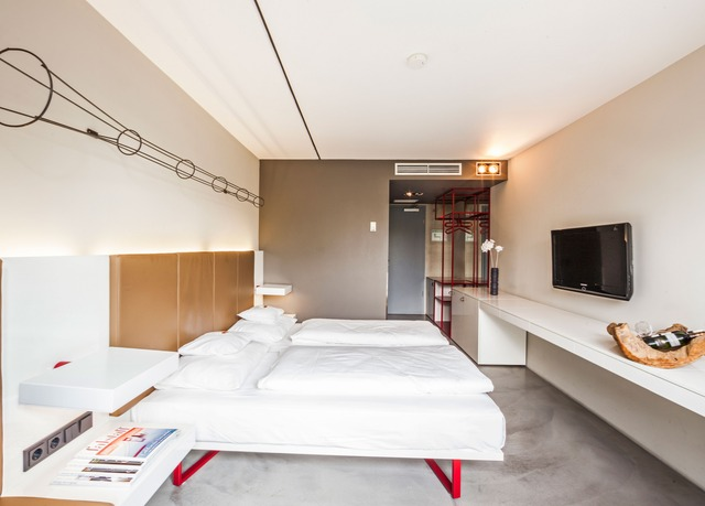 burns art cologne bespaar tot 70 op luxe reizen secret escapes. Black Bedroom Furniture Sets. Home Design Ideas