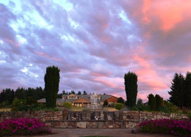 Delightful Oregon Garden Resort. Silverton, Oregon. Share. King Room Awesome Ideas