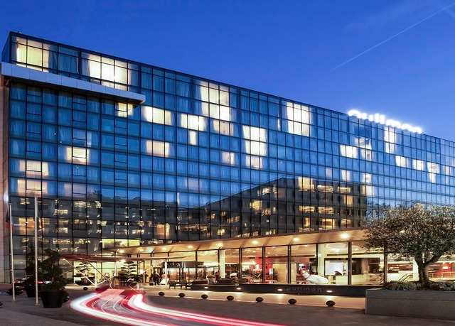 ... contemporary Paris hotel - including breakfast and a dining discount
