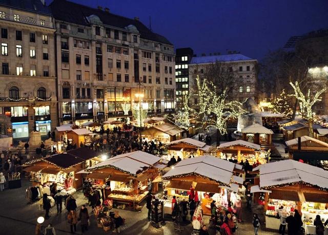 Festive Budapest Christmas market break | Save up to 70% on luxury ...