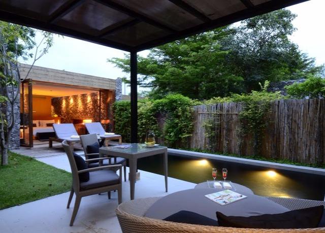 holzdeck feine beleuchtung luxus hotel thailand