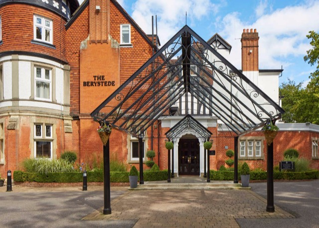 Macdonald berystede hotel spa save up to 70 on luxury for Late room secret hotels