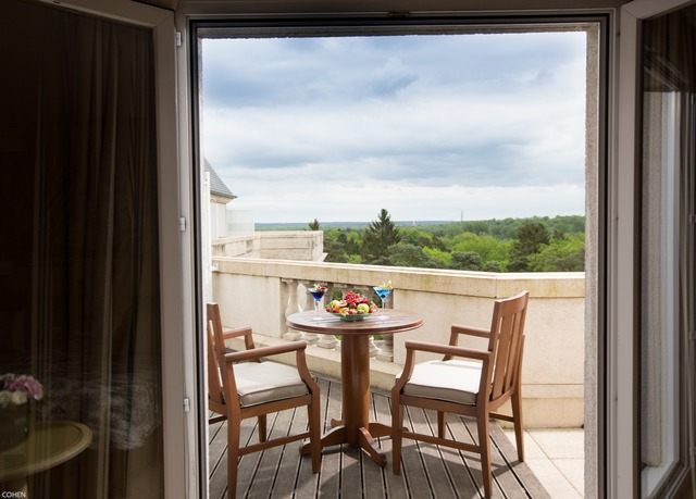 Tiara Château Hotel Mont Royal Chantilly | Save up to 70% on ...
