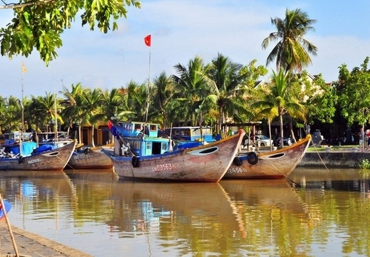Exotic Vietnam city & beach holiday