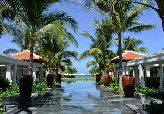 Southeast Asia city to beach holiday with tours