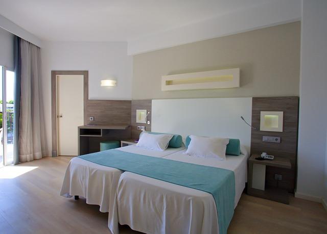 firestjerners hotell ved stranden p mallorca spar. Black Bedroom Furniture Sets. Home Design Ideas