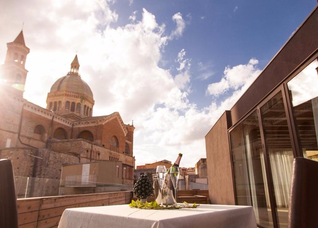 Alba palace hotel favara save up to 60 on luxury travel for Design hotel sicily
