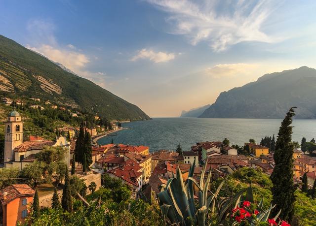 Regalati un soggiorno raffinato sul Lago di Garda, con colazione e ...