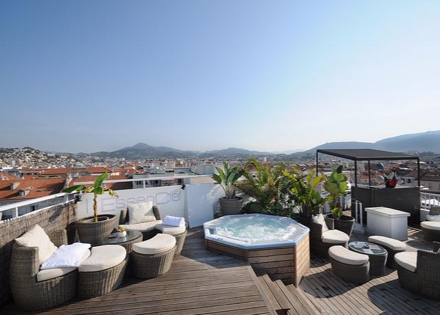 spa et piscine sur le toit nice economisez jusqu 39 70 sur des voyages de luxe evasions. Black Bedroom Furniture Sets. Home Design Ideas