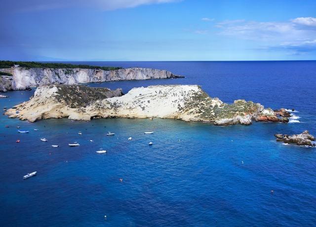 Hotel Kyrie Isole Tremiti | Risparmia fino al 70% su vacanze di ...