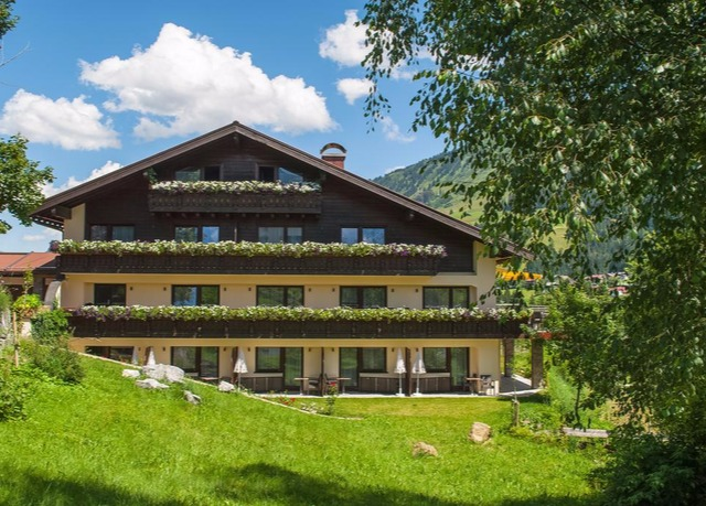Neues wellness gourmet hideaway in den alpen sparen for Boutique hotel alpen