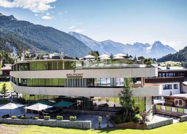 Puristisches design in den tiroler bergen sparen sie bis for Designhotel in den bergen