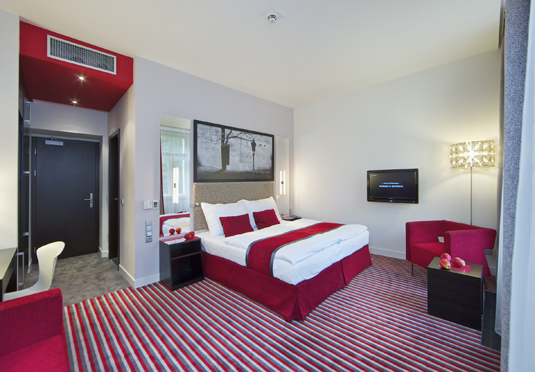 Red blue design hotel prague save up to 60 on luxury for Save room net