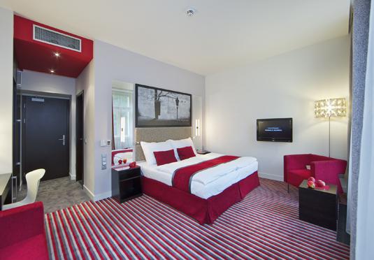 Red blue design hotel prague save up to 60 on luxury for Hotel design pragues
