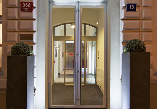 Red blue design hotel prague save up to 60 on luxury for Design hotel prague