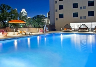 Convenient Hotel With A Pool In Downtown Austin