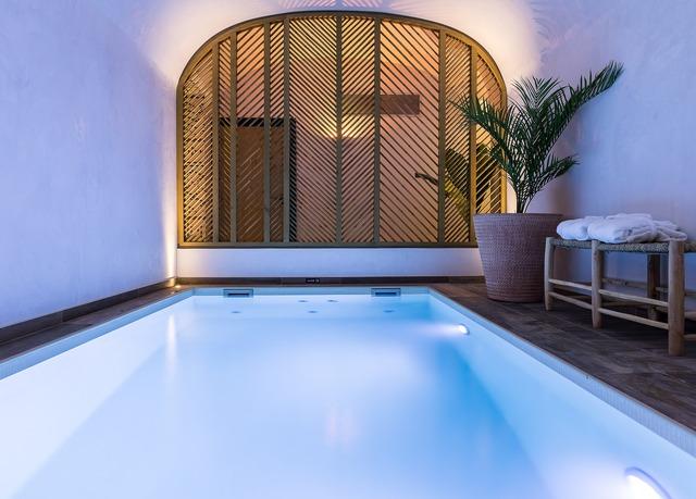 laz 39 hotel spa urbain economisez jusqu 39 70 sur des voyages de luxe evasions secr tes. Black Bedroom Furniture Sets. Home Design Ideas