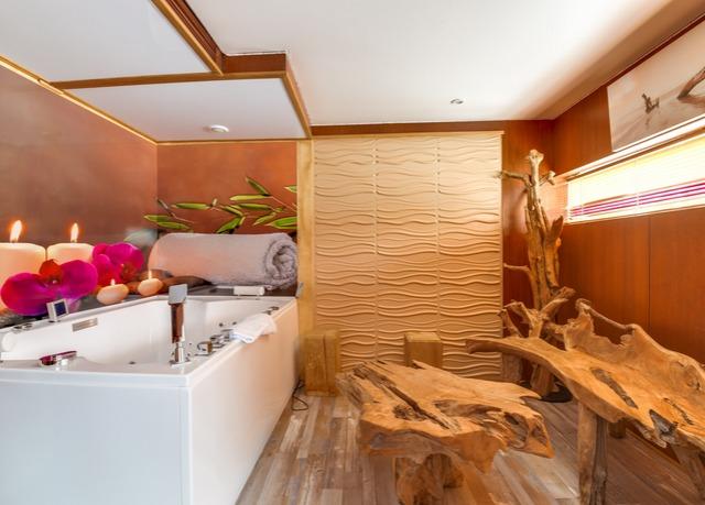 VIP Paris Yacht Hotel | Risparmia fino al 70% su vacanze di lusso ...