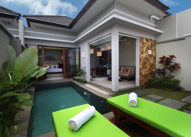 pool villen triple in erstklassigen resorts auf bali sparen sie bis zu 70 auf luxusreisen. Black Bedroom Furniture Sets. Home Design Ideas