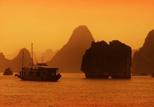 Vietnam & Cambodia beach, city & junk cruise holiday